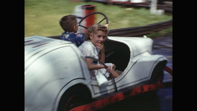 vidéos et rushes de 1954 montage sunnyside amusement park, kids (4-6) on various rides, woman / toronto, canada - 1954