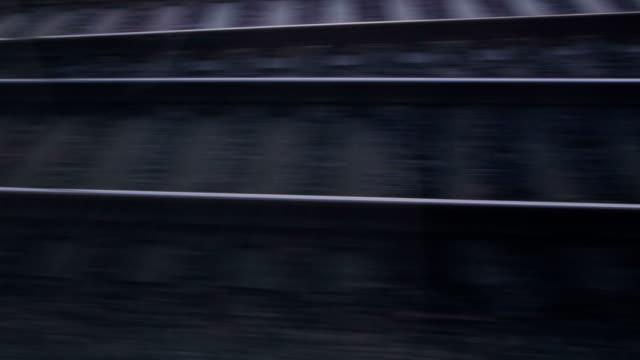 vidéos et rushes de lever du soleil et plage vue depuis le train - crépuscule