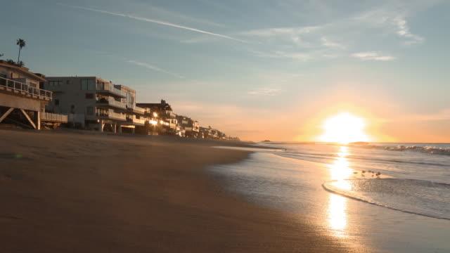 マリブビーチ(カリフォルニア州)の日の出 - マリブ点の映像素材/bロール