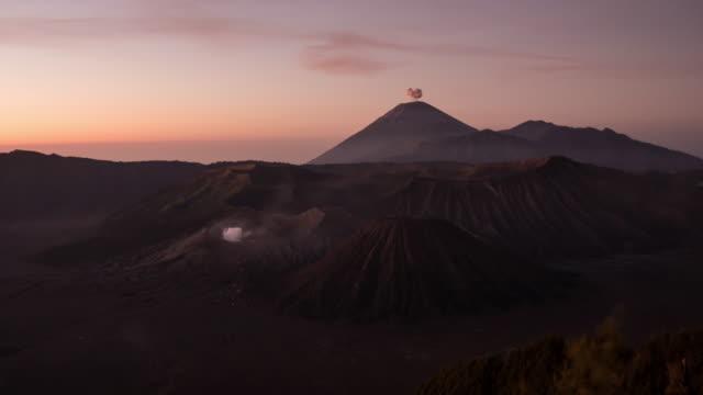 Sonnenaufgang am Vulkan Mount Bromo, Ost-Java, Indonesien.