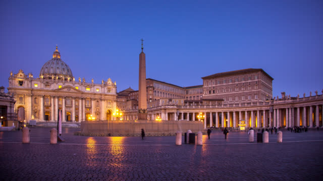 stockvideo's en b-roll-footage met sunrise at piazza san pietro, vatican city - time lapse - obelisk