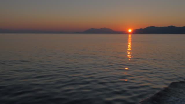 vídeos y material grabado en eventos de stock de sunrise at sea, korcula, dalmatia, croatia, europe - cultura croata
