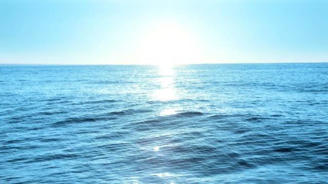 stockvideo's en b-roll-footage met sunrise at sea, loopable - golf