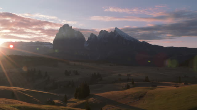 Sunrise at Seiser Alm (Alpe di Siusi). In background are the mountains Langkofel, Fünffingerspitze and Plattkofel. Seiser Alm, South Tyrol, Alto Adige, Trentino-Alto Adige, Dolomites, Italy, European Alps, Europe.