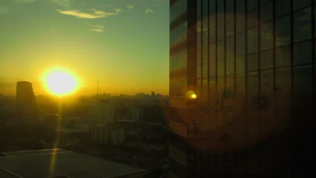 夜明けの建物