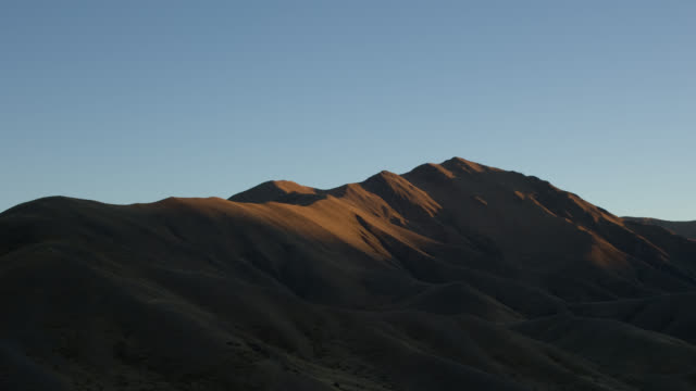 TL WS sunrise at the hills at Lindis Pass/ South Island, New Zealand