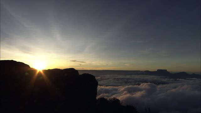 sunrise at the top of auyantepui in guiana highlands - 最上部点の映像素材/bロール