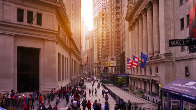 sunrise crowd wall street sign - manhattan financial district stock videos & royalty-free footage