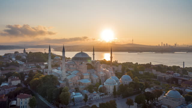 stockvideo's en b-roll-footage met t/l sunrise drone video of hagia sophia in istanbul - istanboel