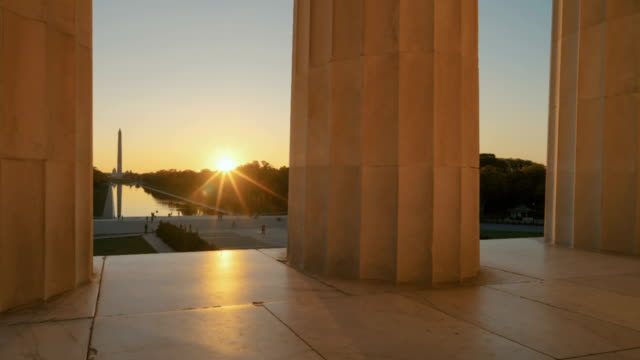 sunrise from steps of lincoln memorial in washington, dc - lincolndenkmal stock-videos und b-roll-filmmaterial