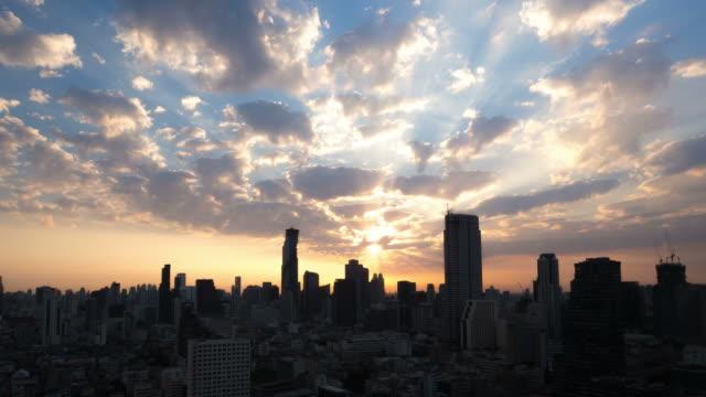 vídeos y material grabado en eventos de stock de puesta de sol en bangkok, tailandia - time passing