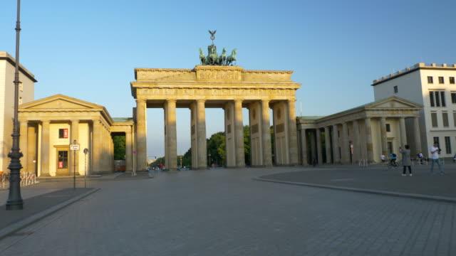 sunrise in brandenburg gate, berlin - berlin stock videos & royalty-free footage