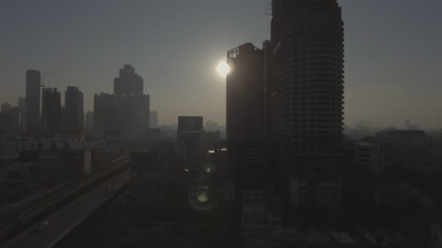 日の出の街 - 大気汚染点の映像素材/bロール