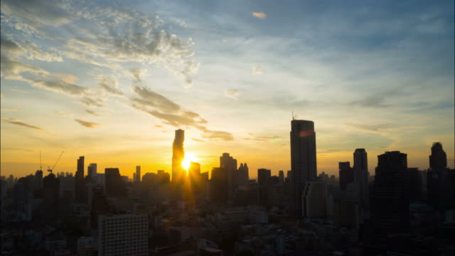 sunrise in city - sunrise dawn stock videos & royalty-free footage