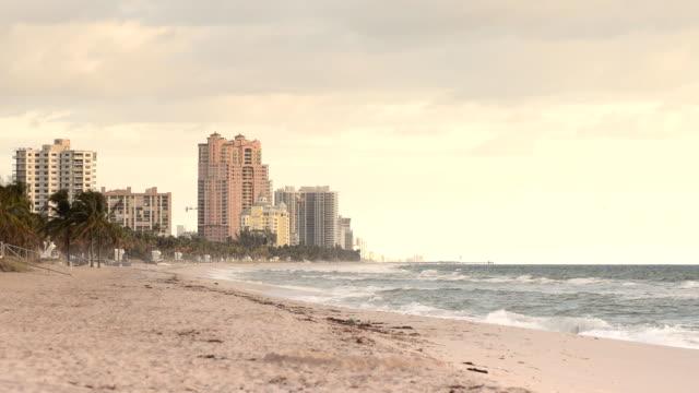 vídeos de stock e filmes b-roll de sunrise in fort lauderdale, florida - water's edge