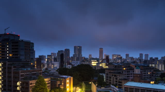 vídeos de stock, filmes e b-roll de nascer do sol em harajuku, tóquio - lapso de tempo - hora do dia