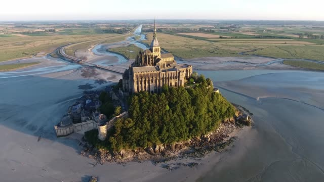 sunrise in mont saint-michel, aerial view by drone - monumente stock-videos und b-roll-filmmaterial