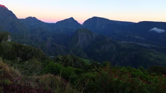 vídeos de stock, filmes e b-roll de nascer do sol em salazie, ilha da reunião - lapso de tempo - territórios ultramarinos franceses