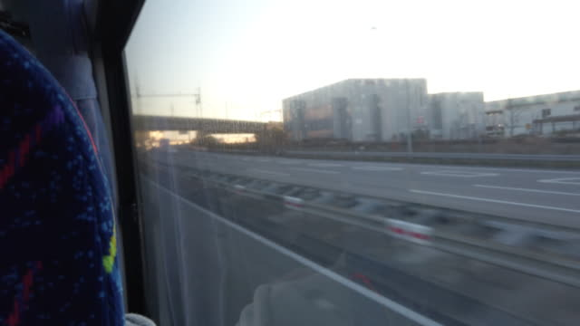 stockvideo's en b-roll-footage met 4k sunrise licht chiba city highway view vanaf bus - bus