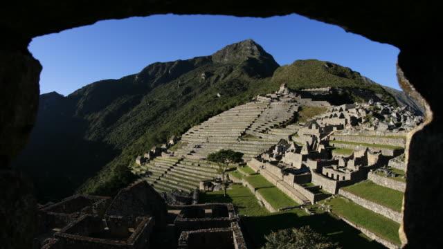 T/L, WS, sunrise Machu Picchu framed stone arch/ Peru