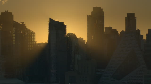 sunrise of a silhouettle of skyscrapers on the west side of new york city. - kontur stock-videos und b-roll-filmmaterial