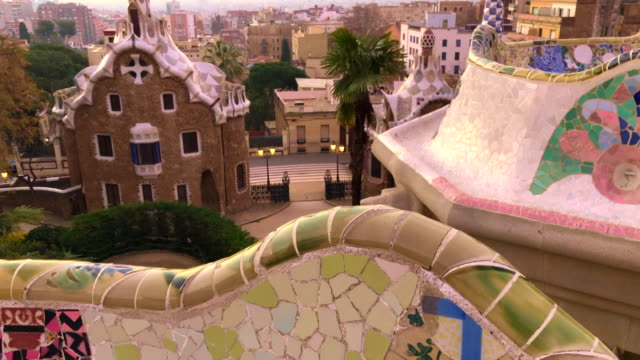 vídeos y material grabado en eventos de stock de sunrise of barcelona from the stunning and colorful art nouveau park guell by antoni gaudi. - mosaico