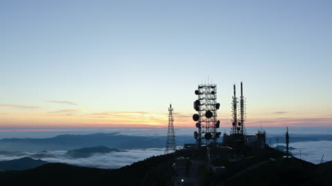 vídeos y material grabado en eventos de stock de ws t/l sunrise of gangwon-do hambaeksan with satellite towers / taebaek, gangwon-do, south korea - alto descripción física
