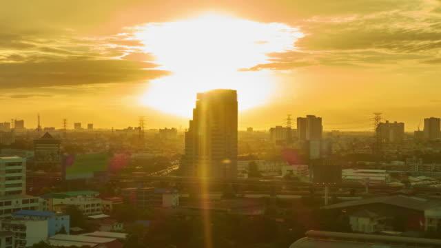 vídeos de stock, filmes e b-roll de nascer do sol na cidade de lapso de tempo - time lapse da noite para o dia