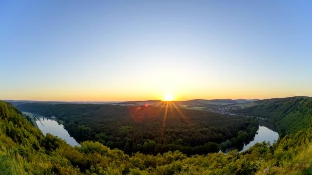 sunrise on main river loop in spring, urphar, wertheim, untermain, churfranken, spessart, franconia, baden-württemberg, germany - sonnenaufgang stock-videos und b-roll-filmmaterial
