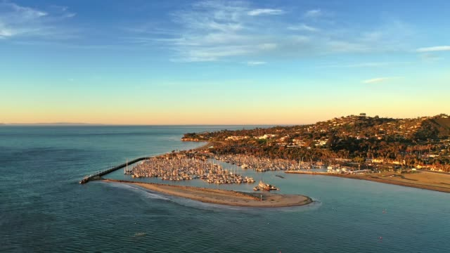 sunrise on the pacific at santa barbara, california - drone shot - santa barbara bildbanksvideor och videomaterial från bakom kulisserna