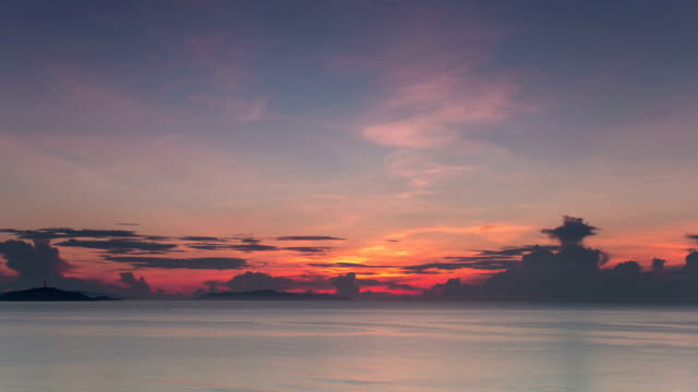 t/l ws sunrise on the sea / sanya, china - pacific ocean点の映像素材/bロール