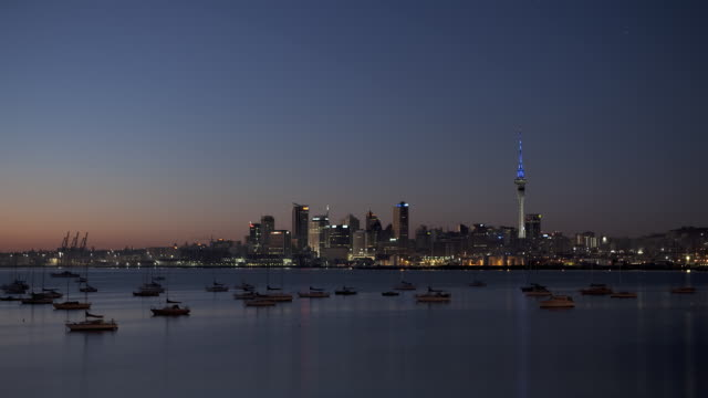 ws t/l sunrise over auckland cityscape / auckland city, auckland, new zealand    - auckland stock videos & royalty-free footage