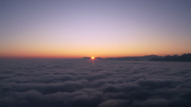 sunrise over fog and swiss alps - 30秒以上点の映像素材/bロール