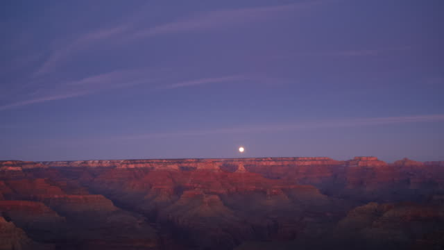 sunrise over grand canyon national park / arizona, usa - grand canyon nationalpark stock-videos und b-roll-filmmaterial
