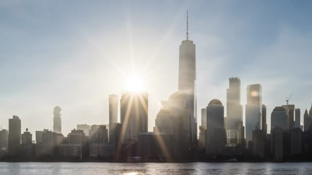 vídeos de stock e filmes b-roll de t/l ms pan sunrise over lower manhattan / new york city, usa - world trade center manhattan