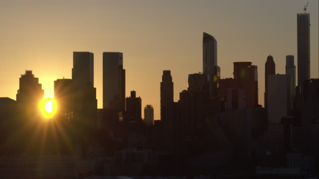 sunrise over manhattan skyline - twilight stock videos & royalty-free footage