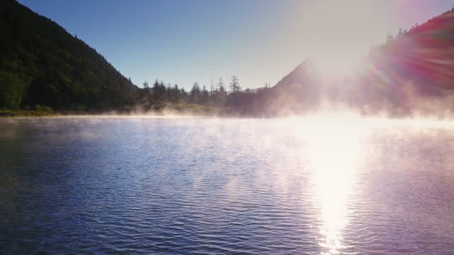 sunrise over misty lake - stato di washington video stock e b–roll