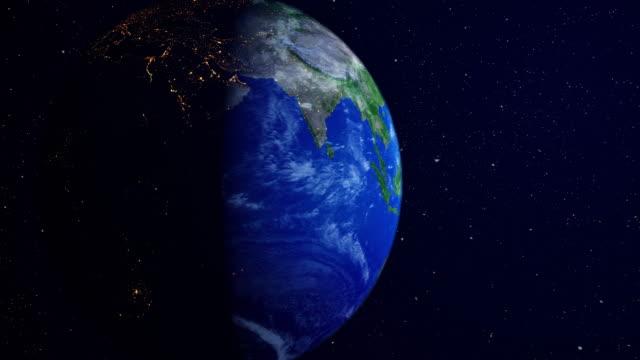 sonnenaufgang über dem planeten aus dem weltraum mit galaxy-star - sonnensystem stock-videos und b-roll-filmmaterial