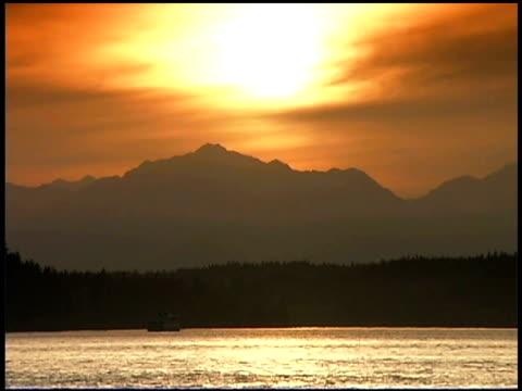 sunrise over puget sound and olympic mountains, washington - norra stilla havet bildbanksvideor och videomaterial från bakom kulisserna