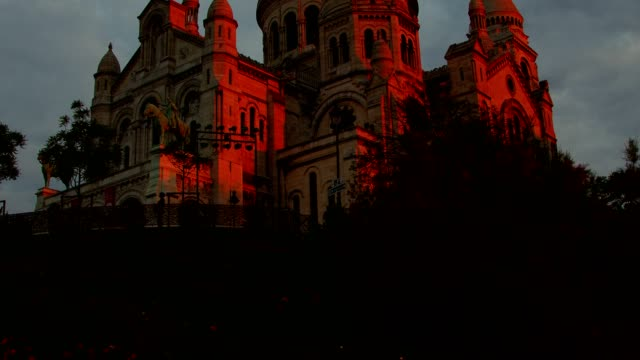 sunrise over sacred heart in montmartre - basilique du sacre coeur montmartre stock videos & royalty-free footage