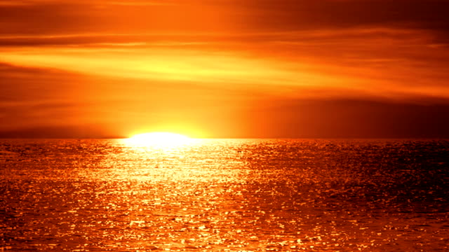 sunrise over sea, close up - orizzonte sull'acqua video stock e b–roll