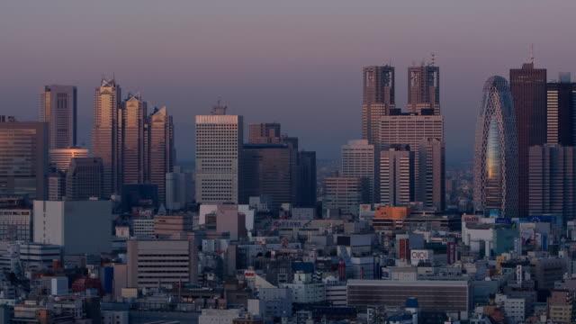 t/l ws ha sunrise over shinjuku, tokyo, japan - 薄明かり点の映像素材/bロール