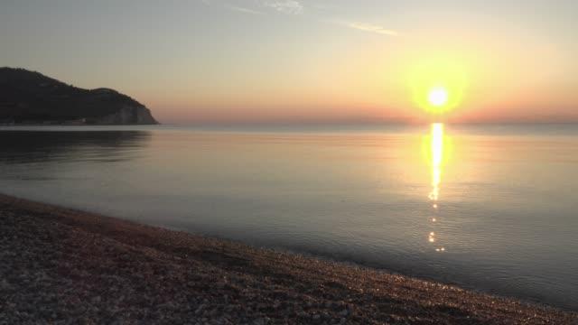 vídeos y material grabado en eventos de stock de sunrise over the adriatic sea at mattinata piana beach - península