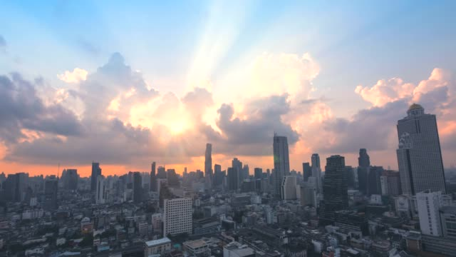 sunrise over the city. time lapse. - largo descrizione generale video stock e b–roll