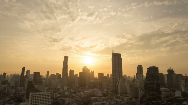 Sonnenaufgang über der Stadt.