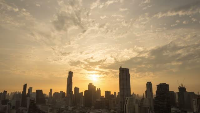 日の出街を一望します。 - morning点の映像素材/bロール