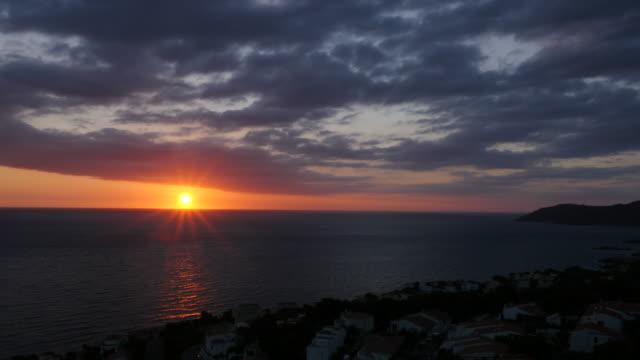地中海の日の出 - ロマンチックな空点の映像素材/bロール