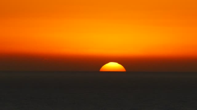 sunrise over the sea, majorca, balearic islands, spain, mediterranean, europe - sonnenaufgang stock-videos und b-roll-filmmaterial