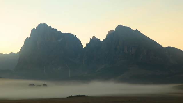 sunrise panorama of the alpine mountains. alpe di siusi, dolomites. italy - alm stock-videos und b-roll-filmmaterial