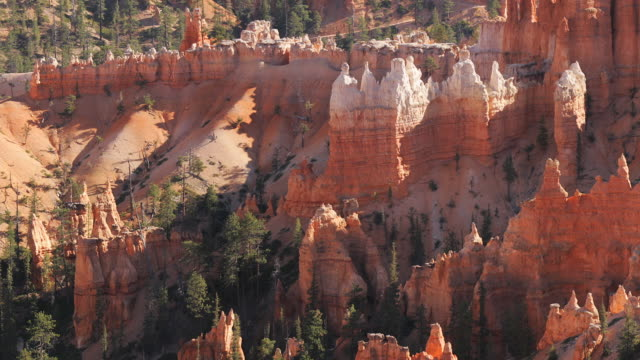 ms, pan, sunrise point, day to dusk, queens garden path, bryce canyon national park, utah, usa - bryce canyon bildbanksvideor och videomaterial från bakom kulisserna